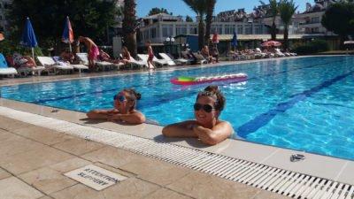 Lachtani v bazénu